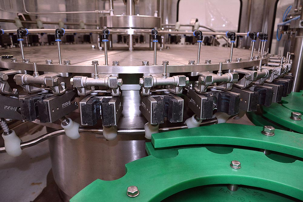 Carbonated-Beverage-Filling-Machinery-1