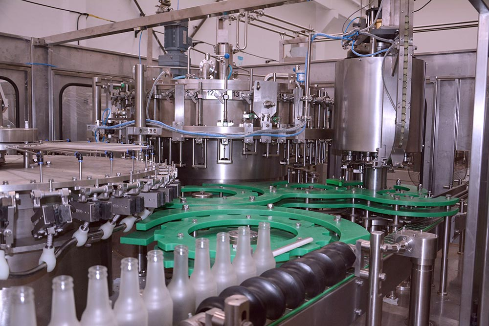 Carbonated-Beverage-Filling-Machinery-2
